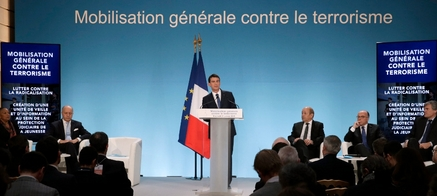 Plan Vigipirate : la Tour Eiffel mal protégée, la preuve en vidéo