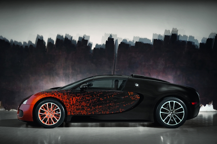 The car thus sublimated was exhibited at Art Basel, in Miami, in December 2012. On this work, Bernar Venet succeeds in the subtle synthesis of all his plastic inspirations.