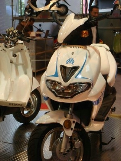 Salon de la moto 2007 les insolites : un Scooter qui ne saute pas n'est pas Marseillais