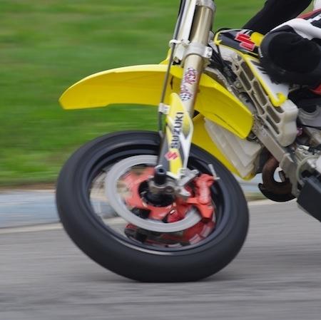 Essai Beringer Kit Top Race Supermotard: un freinage de fonte dans un gant de velours
