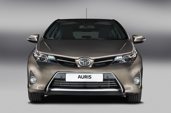 nouvelle auris hybride 2013 page 8 forum prius touring club. Black Bedroom Furniture Sets. Home Design Ideas