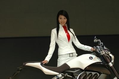 Salon de Tokyo : les girls du salon nippon