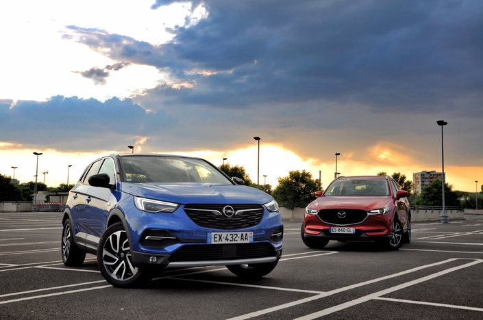 Comparatif - Opel Grandland X VS Mazda CX-5 : match des outsiders