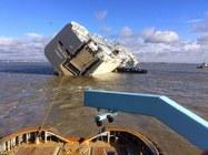 Opération sauvetage pour les autos du cargo échoué