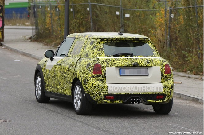 Surprise : la nouvelle Mini Cooper S 5 portes en pleine ville
