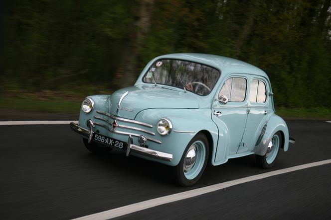 Vidéo - Renault 4 cv (1954) vs Renault Twingo (2012) : la motte de beurre contre le pot de yaourt
