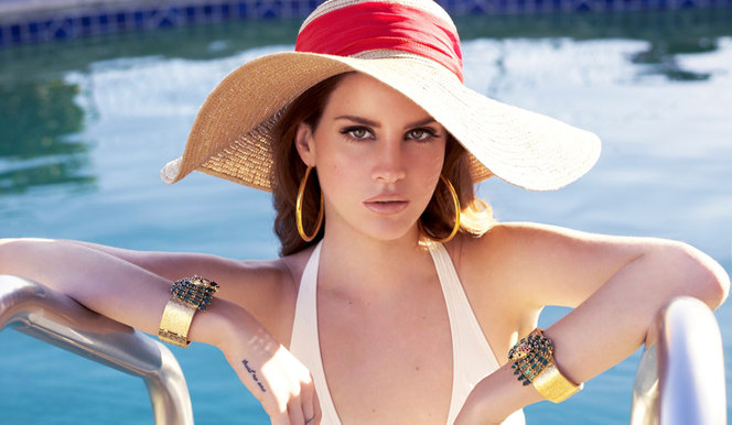 Lana del Rey roulera en Jaguar