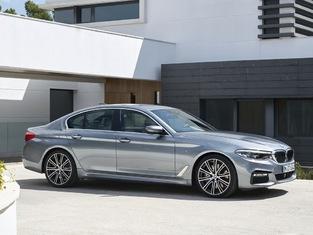 Comme la majorité des nouvelles BMW, la Série 5 colle ses optiques aux haricots de la calandre.