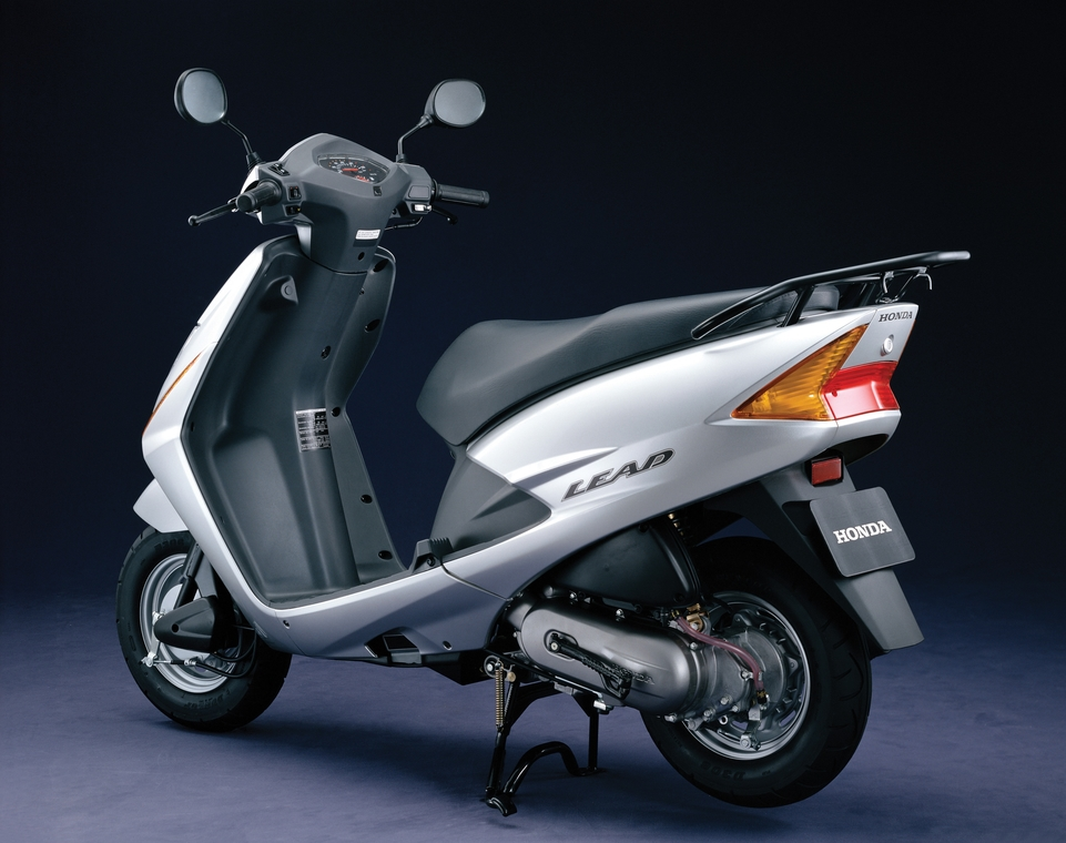 le scooter honda scv lead 100 cm3 mill sime 2006. Black Bedroom Furniture Sets. Home Design Ideas