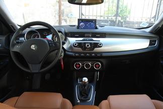 Alfa Romeo progresse avec un intérieur élégant et des plastiques qualitatifs