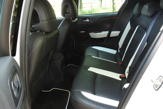 L'arrière de la DS4 est desservi par des vitres arrière fixes et un accès pénalisant