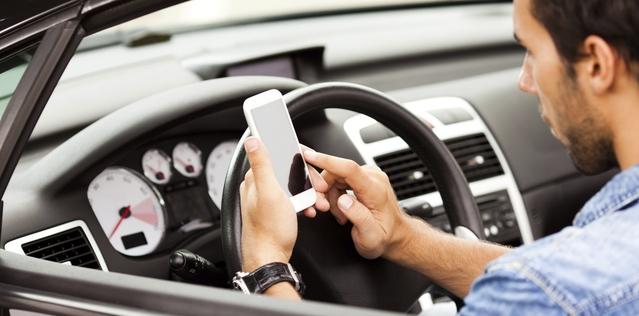 D'après un sondage commandé par la Sécurité routière, 69% des salariés utilisent leur smartphone au volant pour contacter un collègue ou un prestataire.