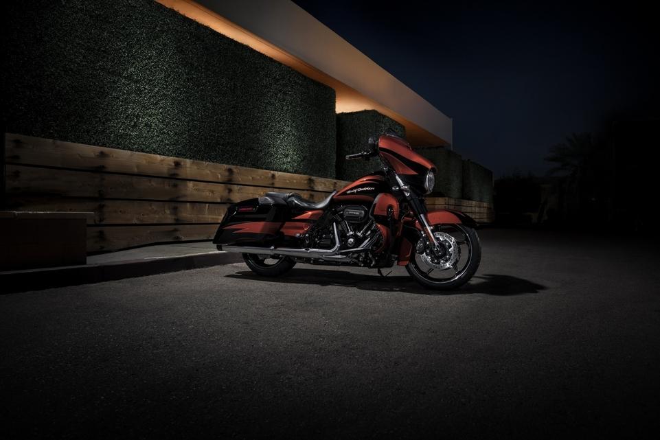 Essai Harley Davidson CVO Street Glide 2017 : longue comme le bras