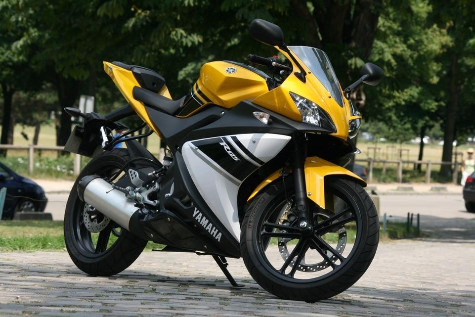 Comparatif Yamaha YZF-R125 vs Derbi GPR 125 : séduction maximale