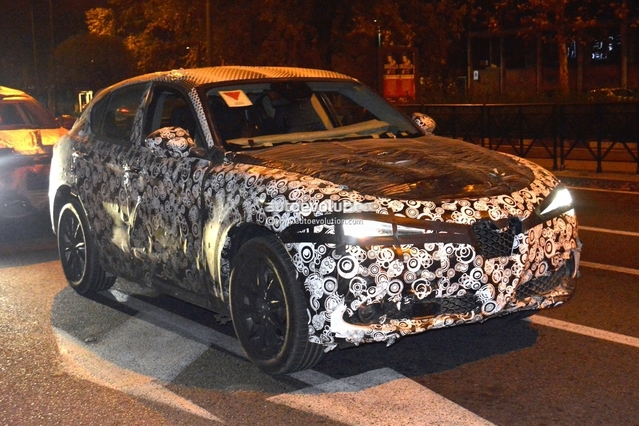 Surprise : l'Alfa Romeo Stelvio en balade nocturne