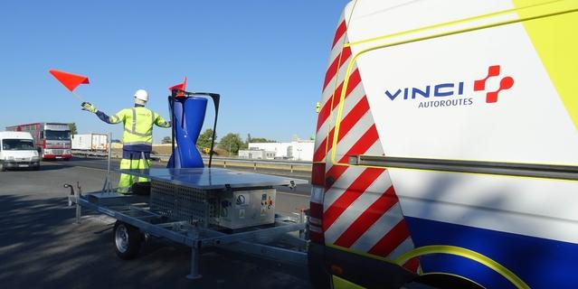 Sur l'A10, un mannequin alimenté par le flux des véhicules