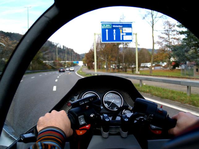 Peraves MonoTracer : mi moto mi voiture suisse au look futuriste !