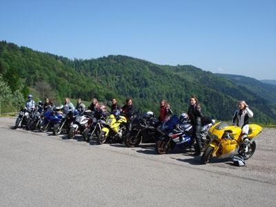 Un moto-club rien que pour vous mes demoiselles
