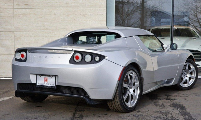 Insolite : un prototype de Tesla Roadster à vendre plus d'un million de dollars