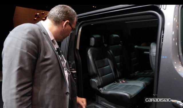 Chaque véhicule est inspecté de fond en comble en début de soirée, afin de réaliser d'éventuelles opérations de maintenance. Le but est que les modèles exposés soient parfaits chaque matin.