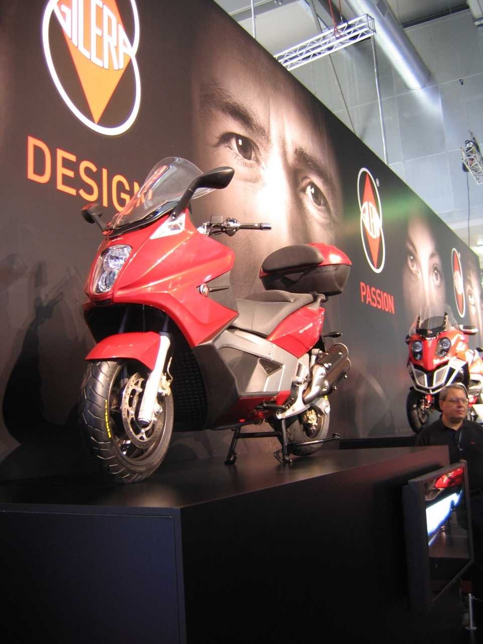 Salon de Milan en direct : Gilera GP 800