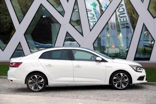 Le profil est équilibré, la malle bien intégrée. La Sedan mesure 4,63 m.