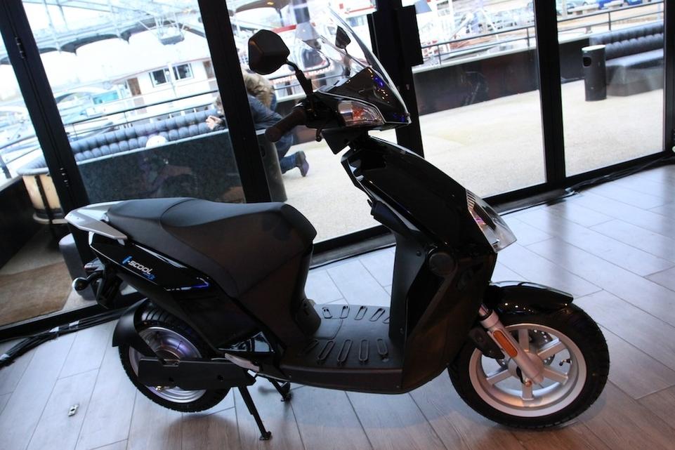 Nouveauté scooter électrique : voici le Matra i-Scool !