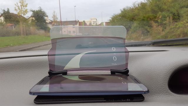 Test du HUDway glass un affichage tête haute automobile sur smartphone