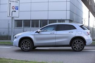 Scoop : la Mercedes GLA restylée prend la lumière