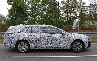 Surprise : le break Opel Insignia Sports Tourer de sortie pour la première fois