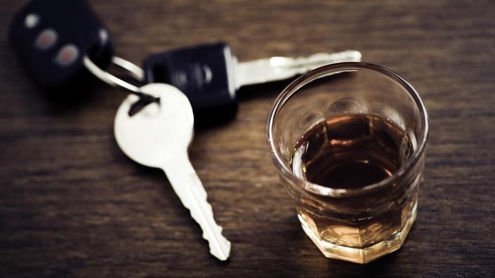 L'alcool est la deuxième cause de mortalité routière, et les délits routiers qui y sont liés augmentent chaque année (+2,2% entre 2015 et 2016, par exemple).