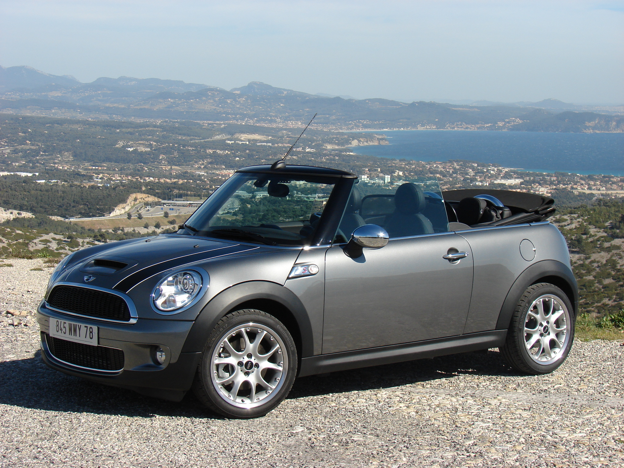 essai vid o mini cooper s cabriolet la star des beaux. Black Bedroom Furniture Sets. Home Design Ideas