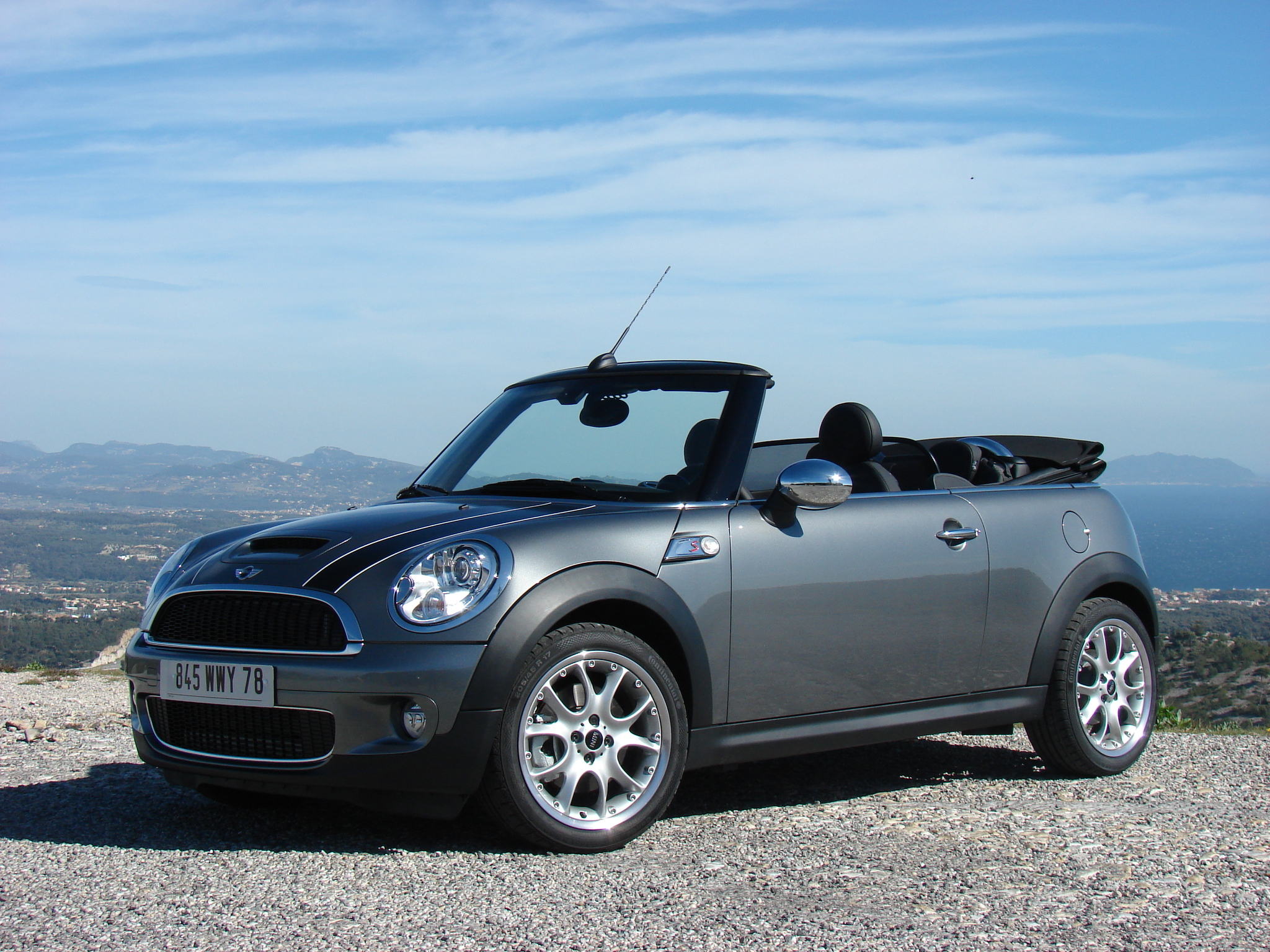 essai vid o mini cooper s cabriolet la star des beaux jours. Black Bedroom Furniture Sets. Home Design Ideas