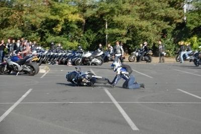 Photo du jour : Stunt en GSR ... aieuuuh !!