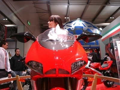 Salon de Milan : les girls du salon ... Cagiva Mito SP525