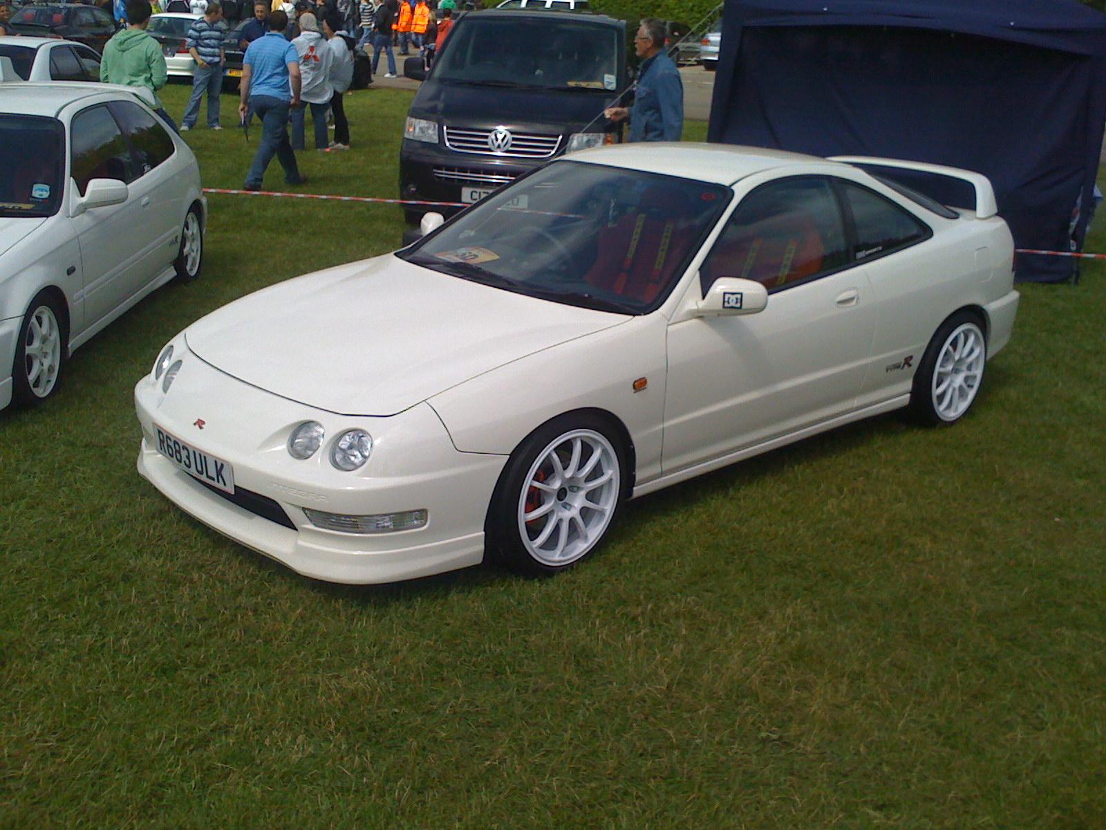 http://images.caradisiac.com/images/0/6/5/1/70651/S0-La-p-tite-sportive-du-lundi-Honda-Integra-Type-R-231658.jpg