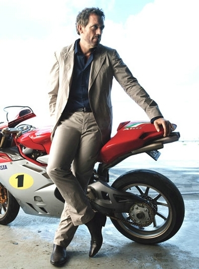 Hugh Laurie : acteur et motard