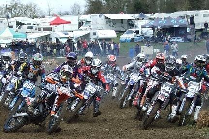 Ouverture du championnat de France Junior à Tilly sur Seulles, caradisiac moto était sur place