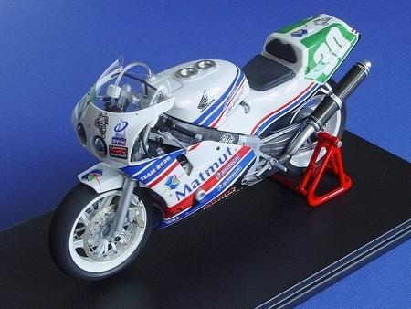 Miniature : La réplique au 1/12 de la RC30 des 24h du Mans 2009