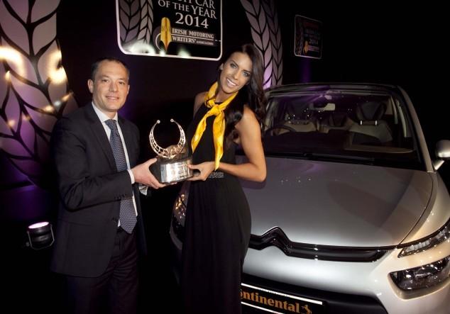 Citroën C4 Picasso élue voiture de l'année en Irlande. Peugeot 2008 aussi récompensé