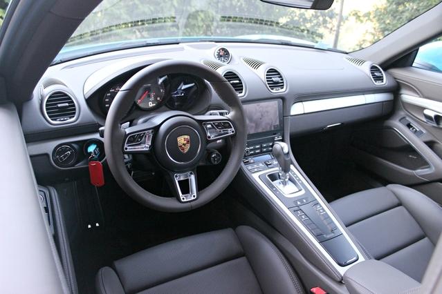 Essai vidéo - Porsche 718 Cayman : un quatre pattes qui a la pression