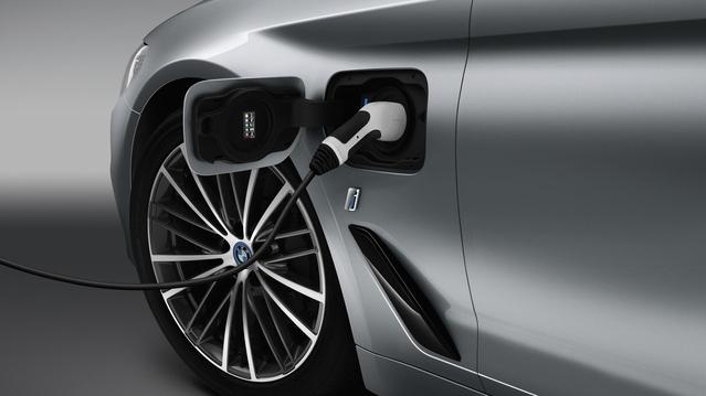 BMW lance la nouvelle Série 5 en hybride rechargeable
