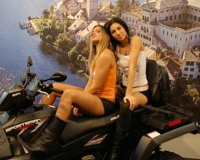Salon de Milan : les girls du salon... des Quads