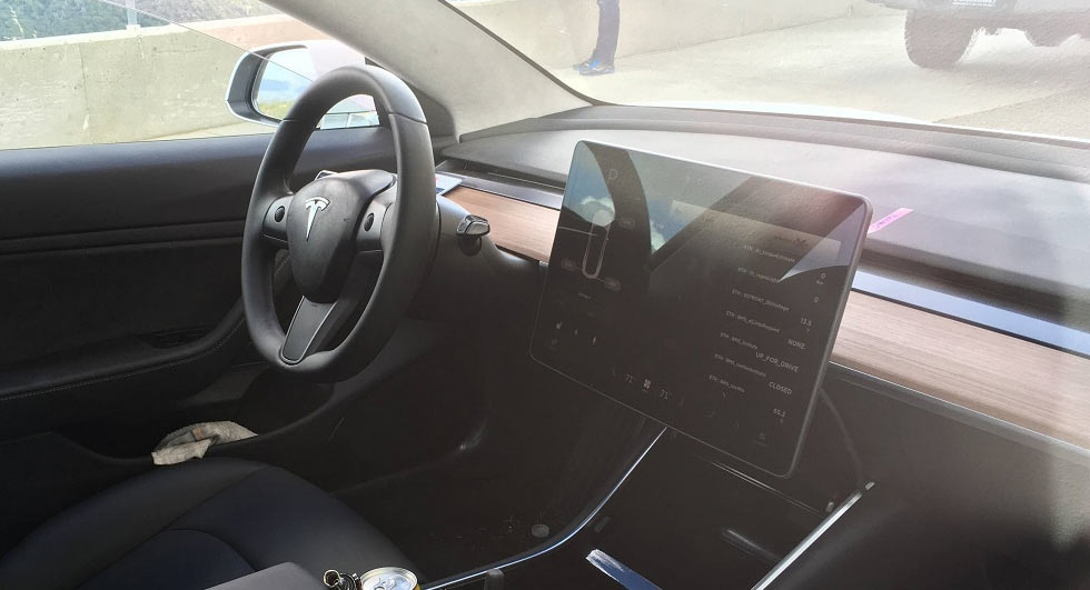 La tesla model 3 montre son int rieur minimaliste for Interieur tesla model s