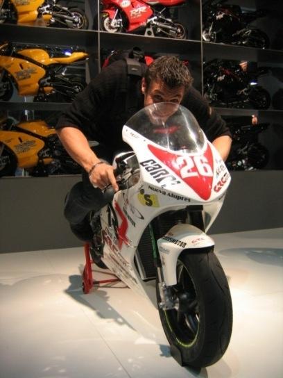 Les coulisses de Caradisiac moto : Salon de la moto, vous saurez tout.