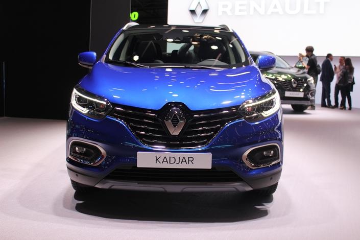 Avec du chrome sur la calandre, le Kadjar monte légèrement en gamme.