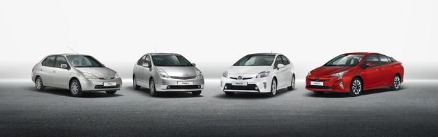 Les quatre générations de Prius placéesde gauche à droite selon les années denaissance (1997, 2004, 2009 et 2015). Le design n'a jamais été sobre… et semble l'être de moins en moins.