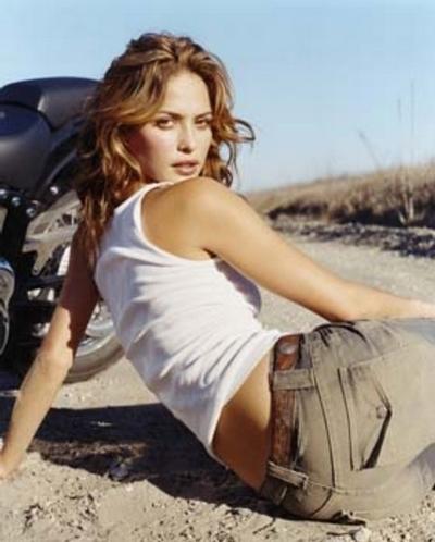 Moto & Sexy : Josie Maran