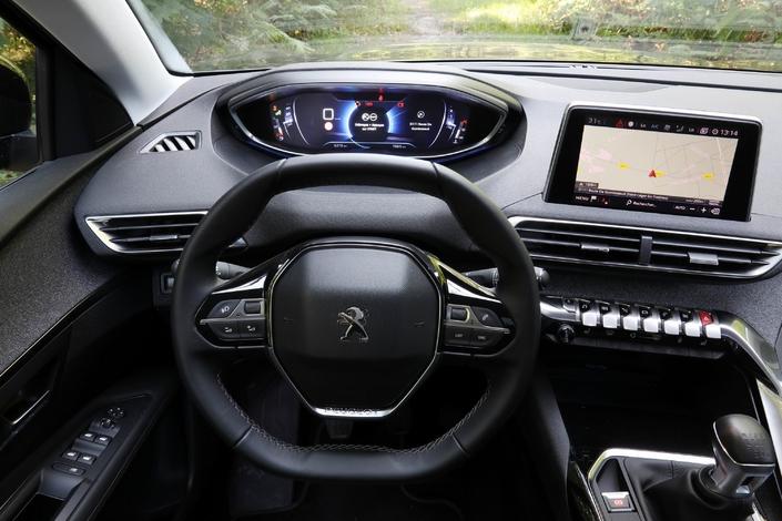 Essai - Peugeot 5008 PureTech 130 (2017) : que vaut le moins cher des SUV sept places du Lion?