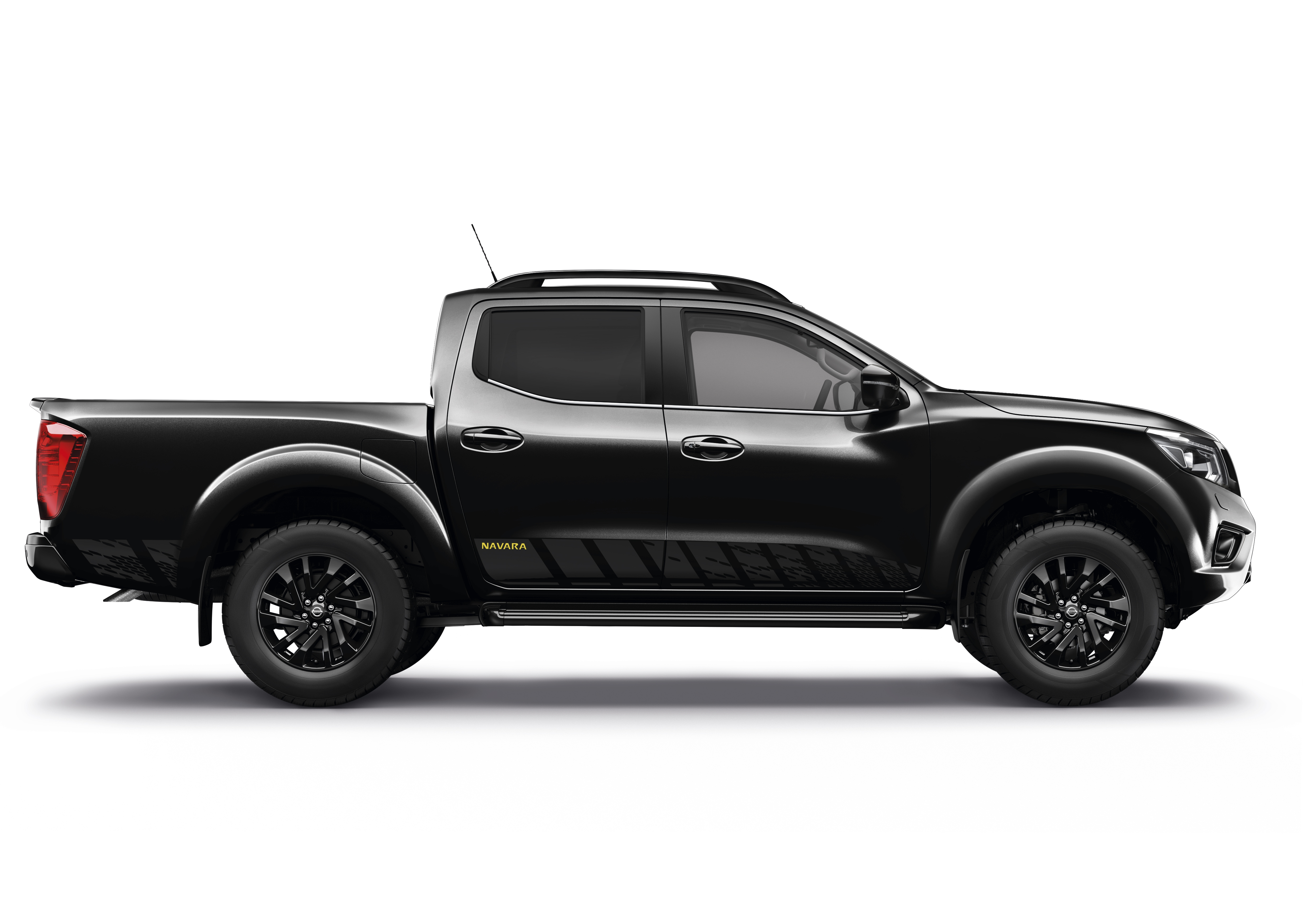 nissan nouvelle finition pour le pickup navara. Black Bedroom Furniture Sets. Home Design Ideas